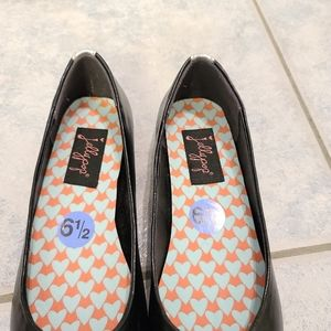 Jellypop Shoes - Women flats by JellyPop size 6.5
